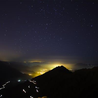 الضباب والنجوم الساطعة