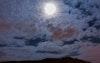 توسط القمر بين الغيوم