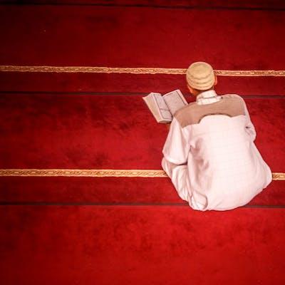 صلاة وقرائة القرآن في المسجد